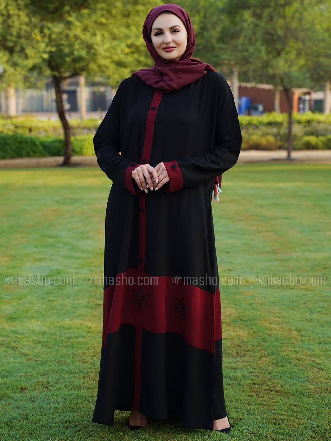 Thoshi Simple Free Size Abaya With Show Button On Front And Sleeve With Stone Work In Maroon And Bla